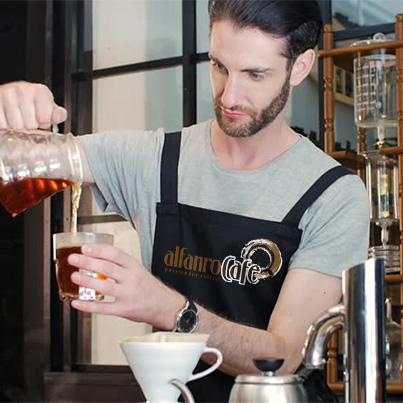Design personalizare uniforma de lucru cafenea - Alfanro Cafe